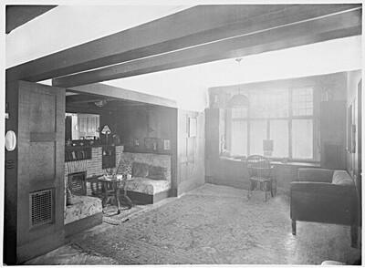 Haus Dr. Gustav und Helene Scheu, Wien XIII., Larochegasse 3, Kaminnische im Wohnzimmer von Martin Gerlach jun.