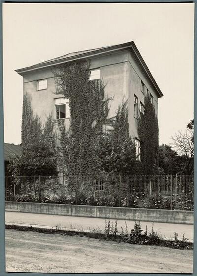 Villa Josef und Marie Rufer, Wien XIII., Schließmanngasse 11, Schrägansicht der Straßenseite von Martin Gerlach jun.