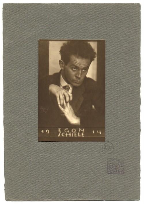 Egon Schiele in Pose