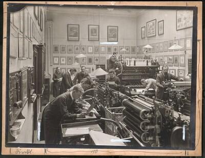 Interieur der Graphischen Lehr- und Versuchsanstalt: Maschinensaal der Buchdruckerei