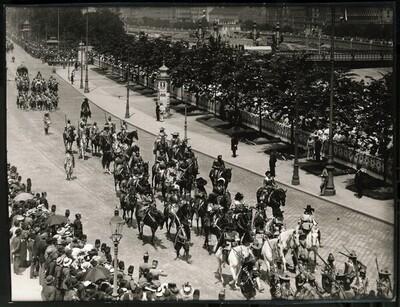 Kaiser-Huldigungs-Festzug in Wien 1908, II. Gruppe (Wurfmaschinen, Sturmblock) von Louis Held