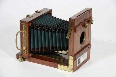 Reisekamera - 18 x 24 cm, mit drei Doppelkassetten von Anonym